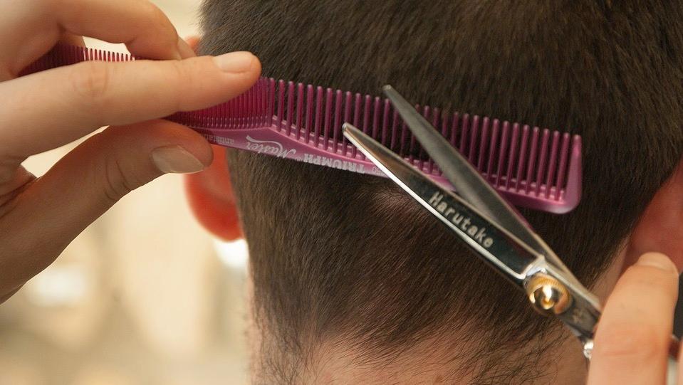 Un braqueur pénètre dans un salon de coiffure… Et repart avec 20€ !