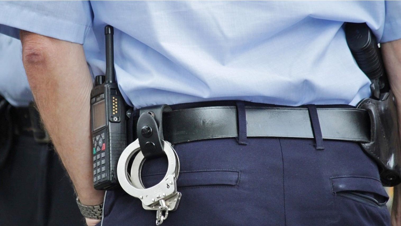 Vol à la ruse : deux faux policiers repartent avec 100.000 euros