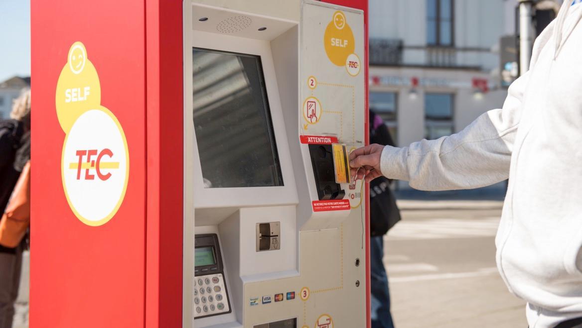 Des nouveaux automates TEC Hainaut aux gares SNCB de Comines et Enghien