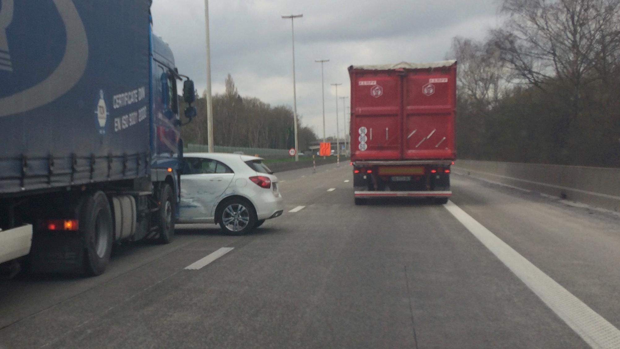 Accident sur le tronçon A8/E42 : Un camion emboutit une voiture française