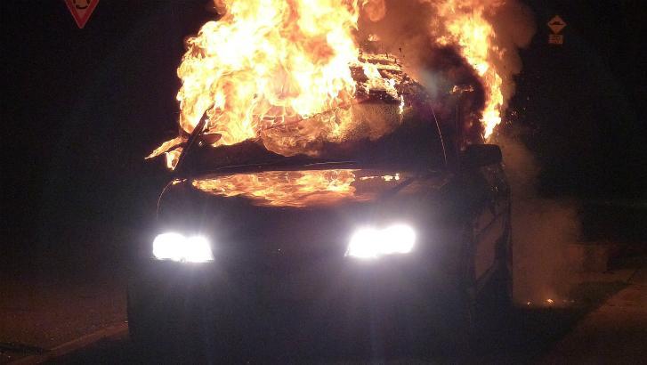 Trois véhicules incendiés à Mouscron