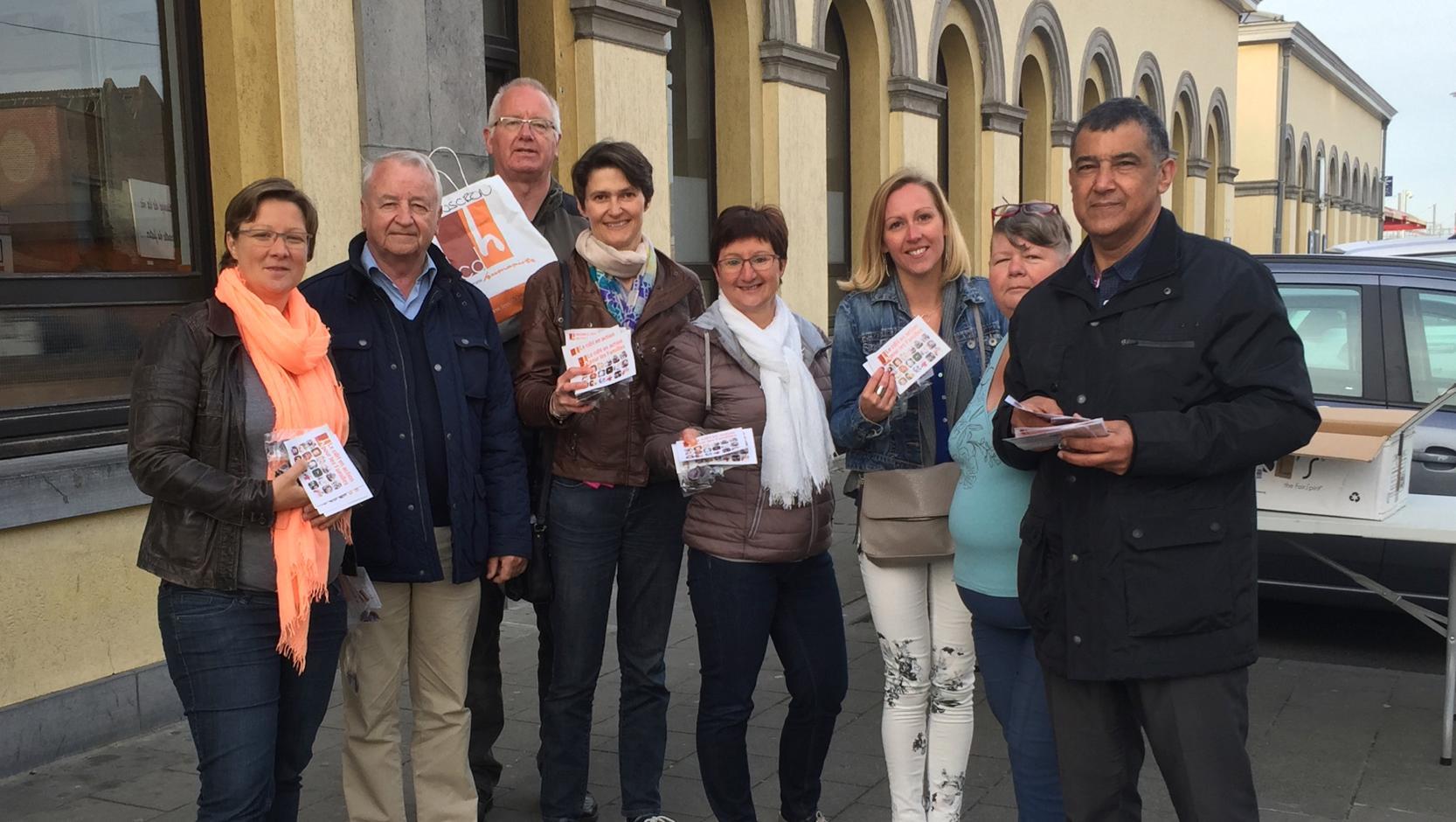 Le cdH investit la gare de Mouscron pour aller à la rencontre des familles