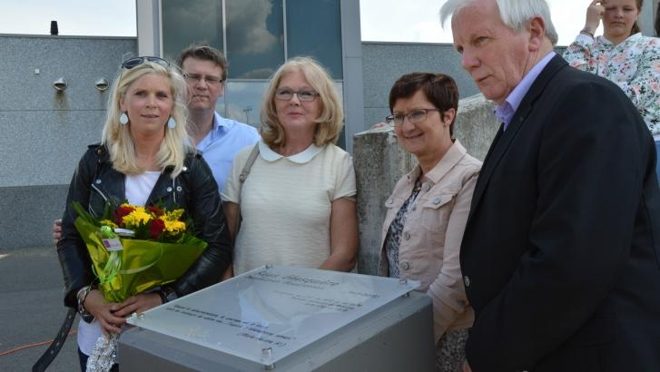 Une plaque commémorative en l'honneur de Régis Ghesquière