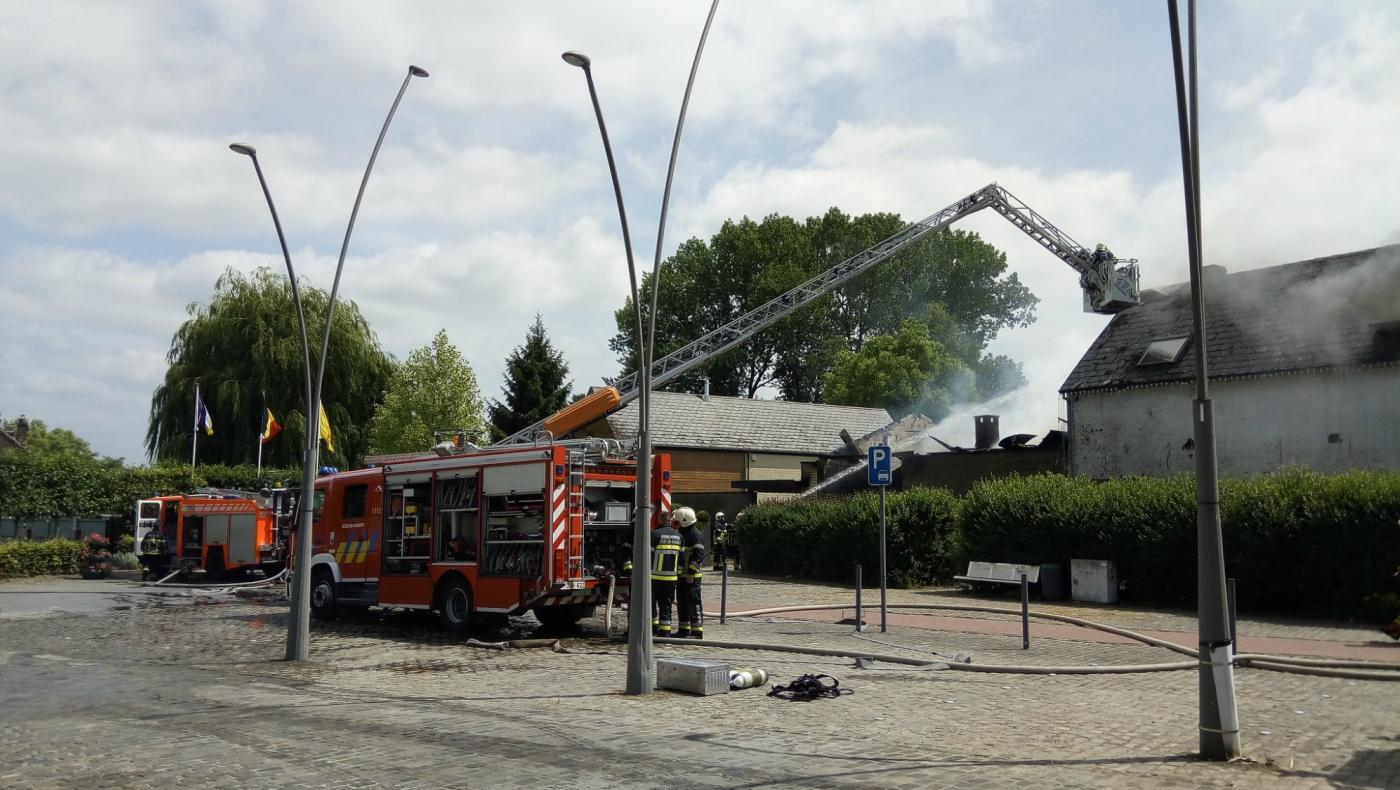Un entrepôt détruit dans un incendie à Lanquesaint
