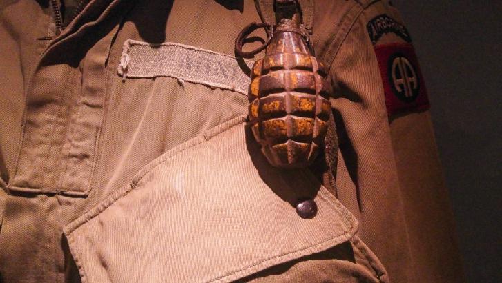 Des caisses de munitions découvertes dans une maison inoccupée