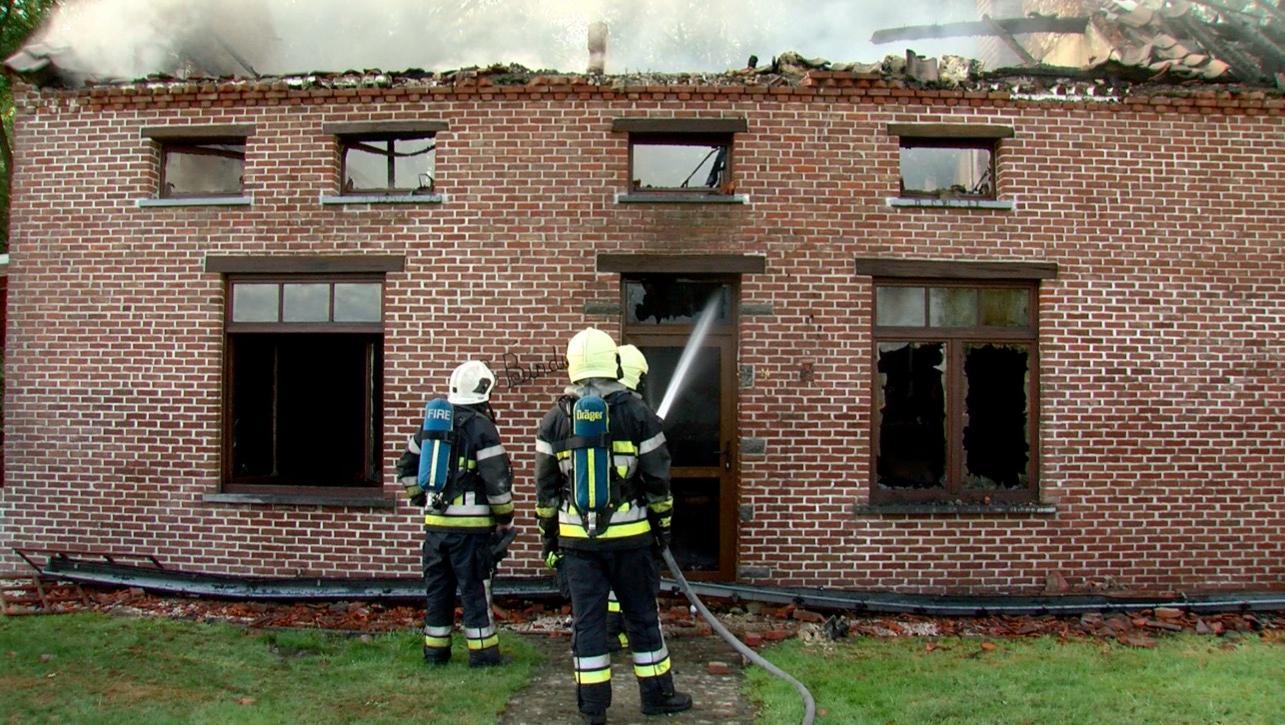 Une maison ravagée par les flammes à Flobecq