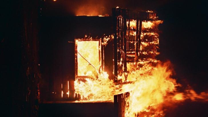 Incendie dans un ancien bâtiment industriel à Pecq