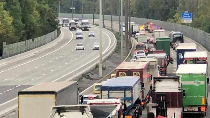 Accident entre une voiture et un camion sur la E42/E429