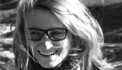 Une jeune femme se tue sur la route