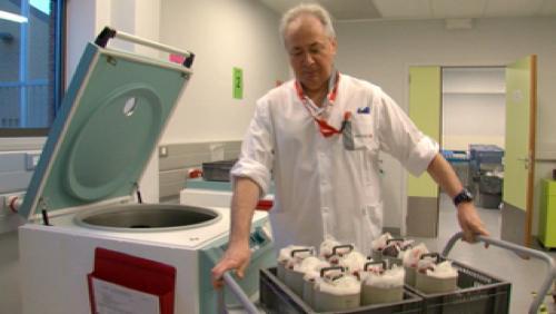 Télédon : préparation d'une poche au service du sang de la Croix Rouge