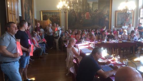 Une centaine de citoyens au conseil