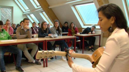Ciinderella envoûte les élèves de Saint-Julien