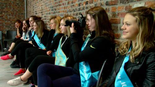 Les candidates de Miss Dottignies aidées par les Mouscrobes