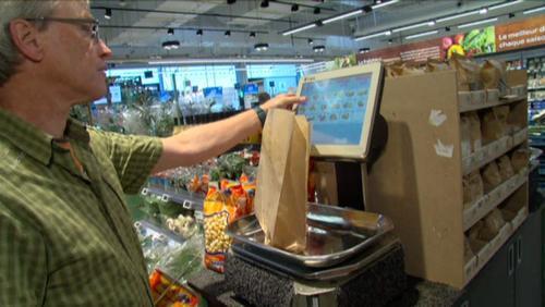 Les sacs plastiques dans les grandes surfaces, bientôt la fin?