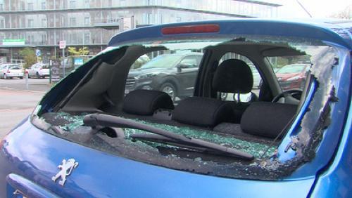 Une dizaine de voitures endommagées à la chaussée de Renaix