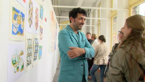 Albin de la Simone impressionné par le travail des étudiants de Saint-Luc