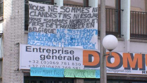 Décès de 2 ouvriers polonais : une banderole de soutien à Domus Renovation