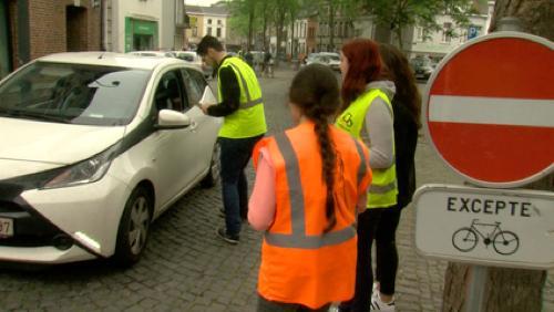 De jeunes cyclistes sensibilisent les automobilistes aux dangers de la route