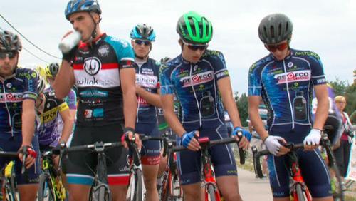 Sylvain Rolet range le vélo
