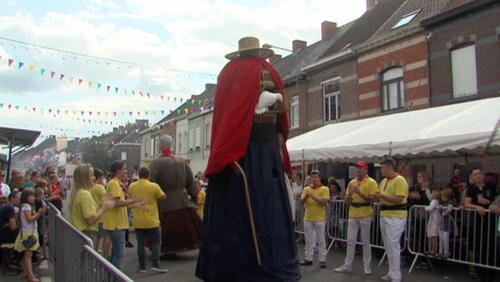 Magritte s'invite au cortège des Cayoteu