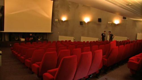 """De nouveaux sièges au cinéma """"L'Ecran"""""""