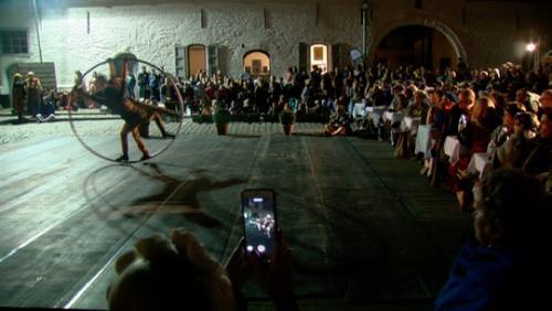 160 convives costumés au banquet du Festin