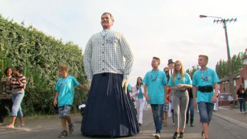 Les enfants ont fait danser Victor à la Ducasse de Bon-Air