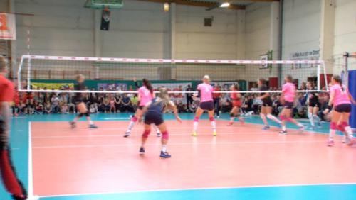 Paris remporte le tournoi de volley féminin