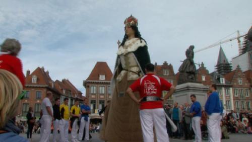 400 cloches, des géants et une Grande Procession
