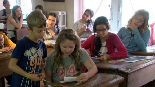 """Des élèves travaillent sur le thème du """"fil de la vie"""" pour l'Art dans la Ville"""