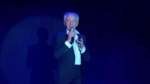 50 ans de scène du comédien-chanteur Alain Denis