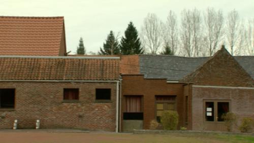 La maison de village sur les rails