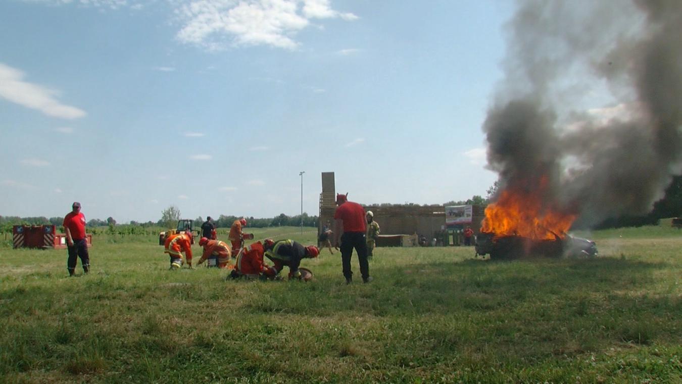 Les pompiers d'Enghien (cadets) en démonstration