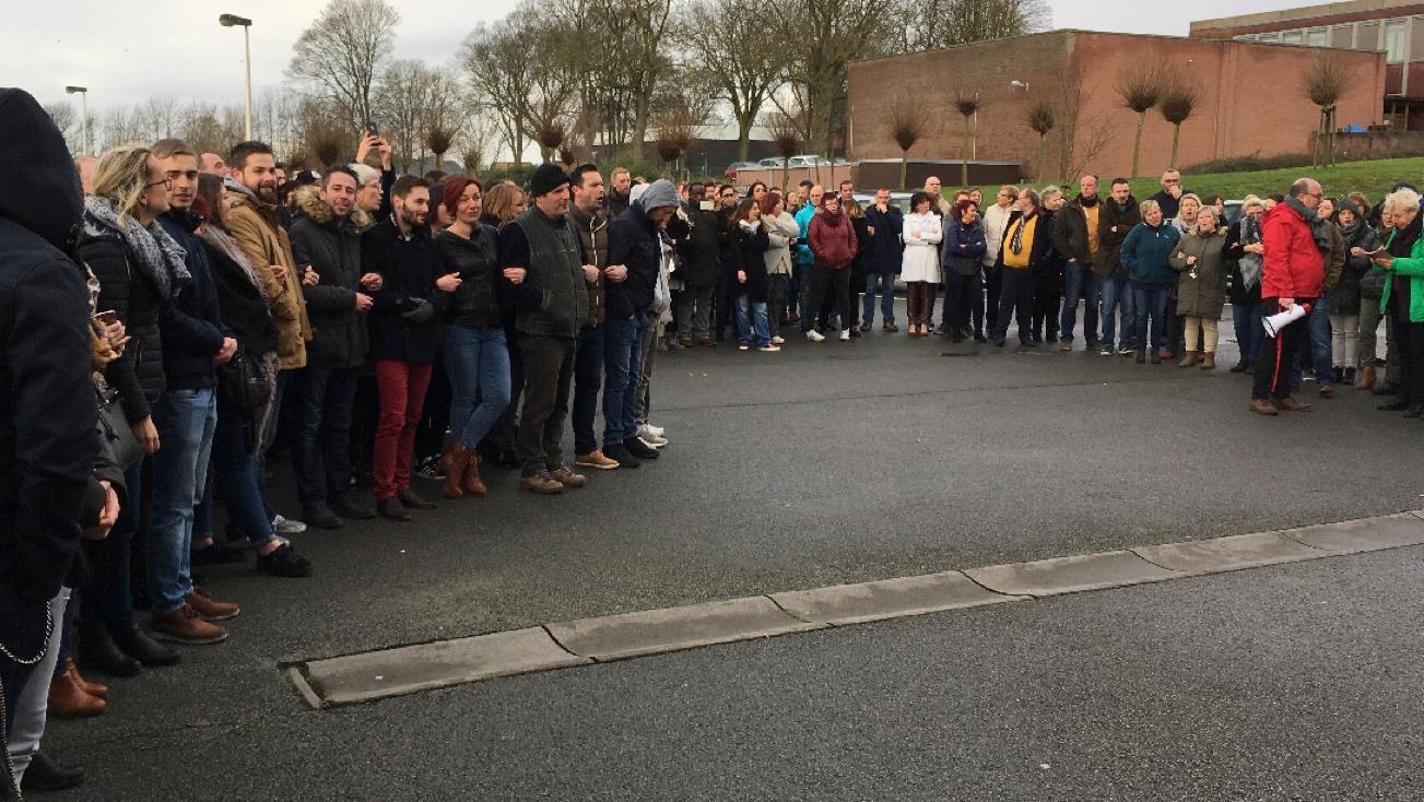 Le personnel du centre Les Marronniers réuni pour protester contre la direction