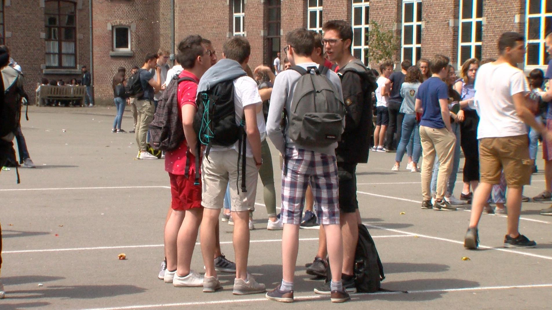 Les élèves du collège Saint-Augustin manifestent en short