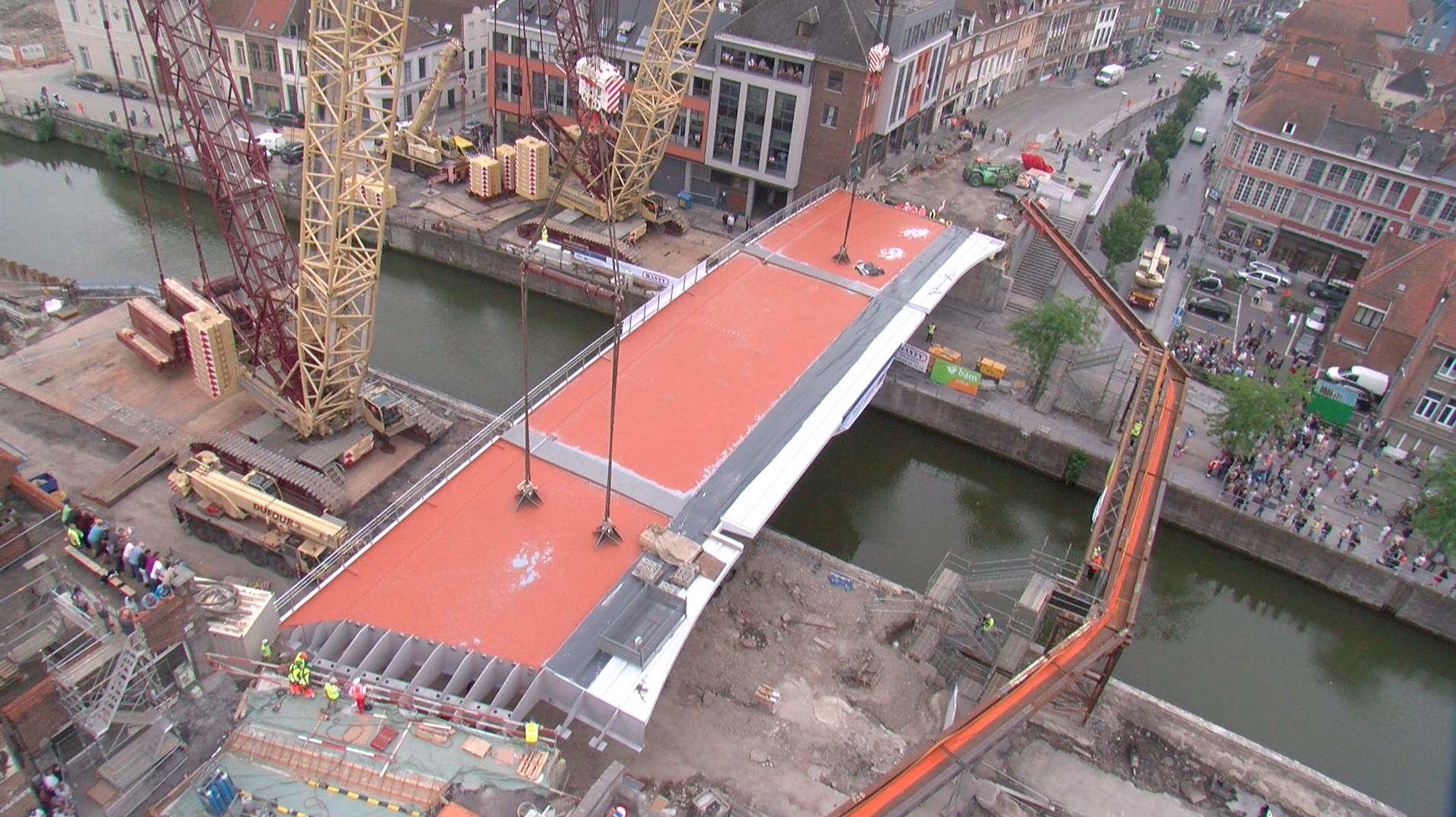 Un ouvrier tombe à l'eau sur le chantier du pont-à-Ponts