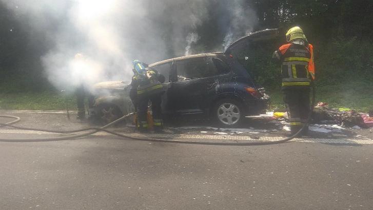 Une voiture prend feu sur la E42