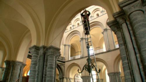 Un nouveau lustre pour les lustres de la cathédrale !