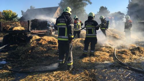 Une remorque agricole en feu à la rue des Ecoles