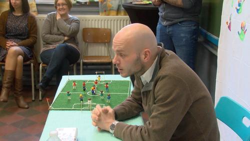 Sébastien Delferière en visite à l'école communale d'Harchies