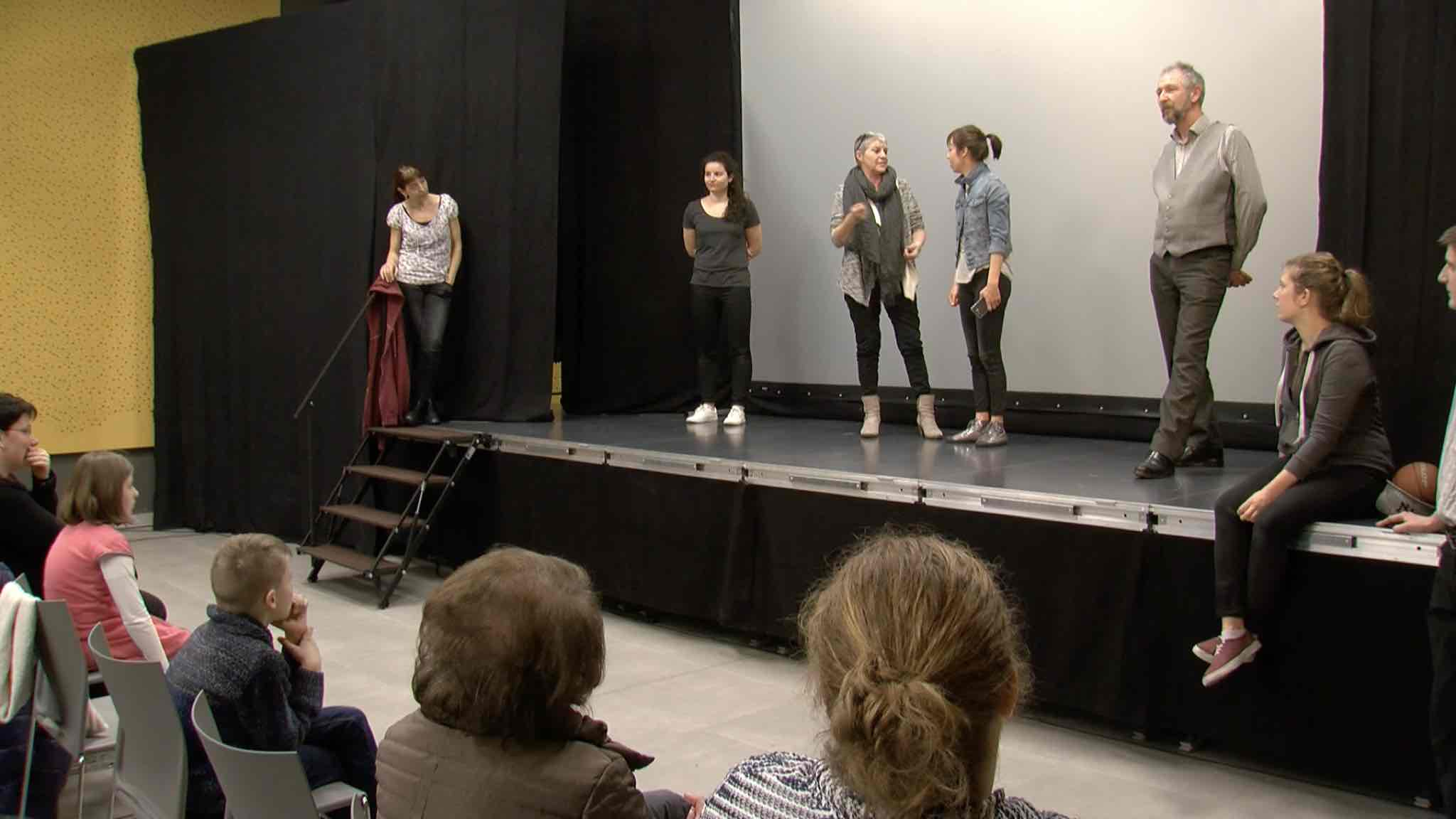 Des solutions au (cyber)harcèlement sur les planches d'un théâtre action.