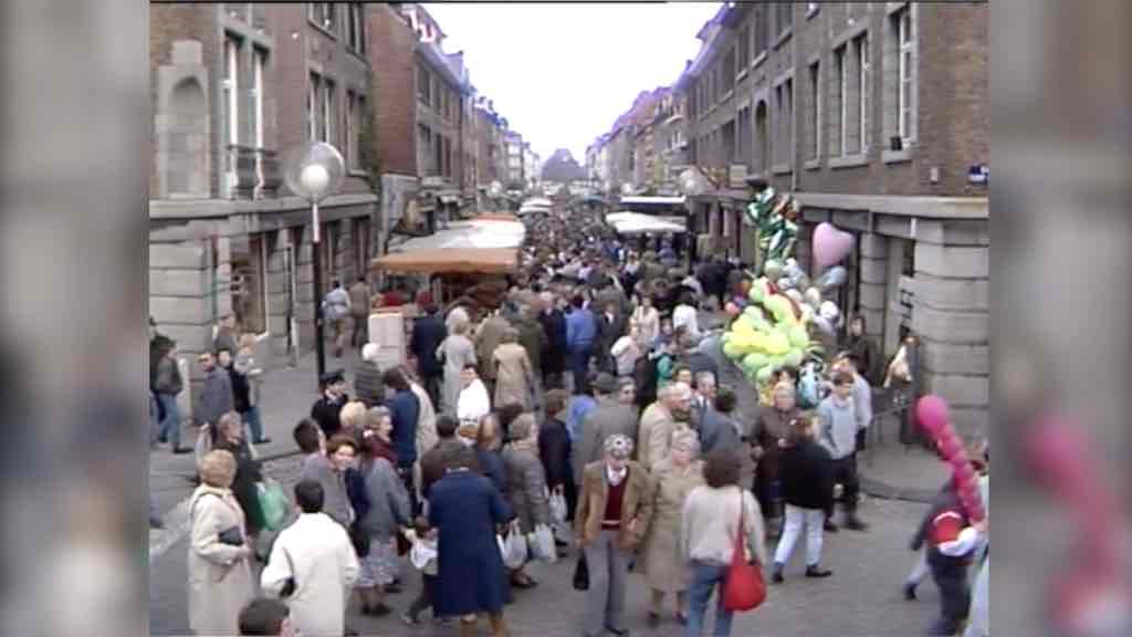Le marché aux fleurs de Tournai il y a 30 ans