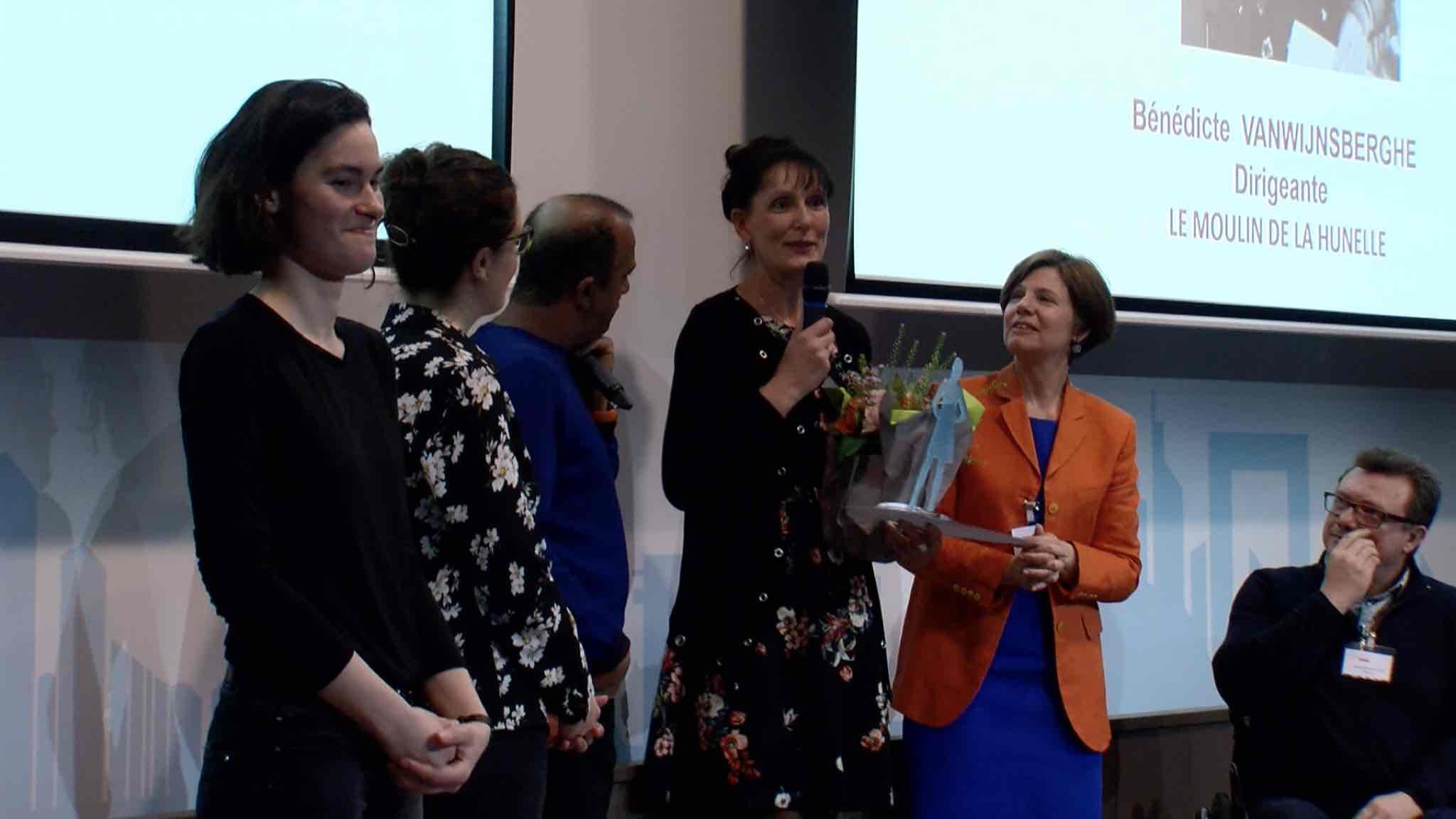 """Benedicte Van Wijnsberghe reçoit le trophée français de """"femmes en entreprises adaptées"""""""