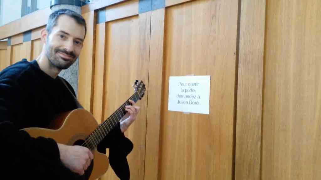 Le nouveau buzz d'Antoine Armedan pour jouer en première partie de Julien Doré