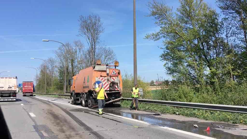 Un poids lourd a embouti un camion tampon sur l'E42