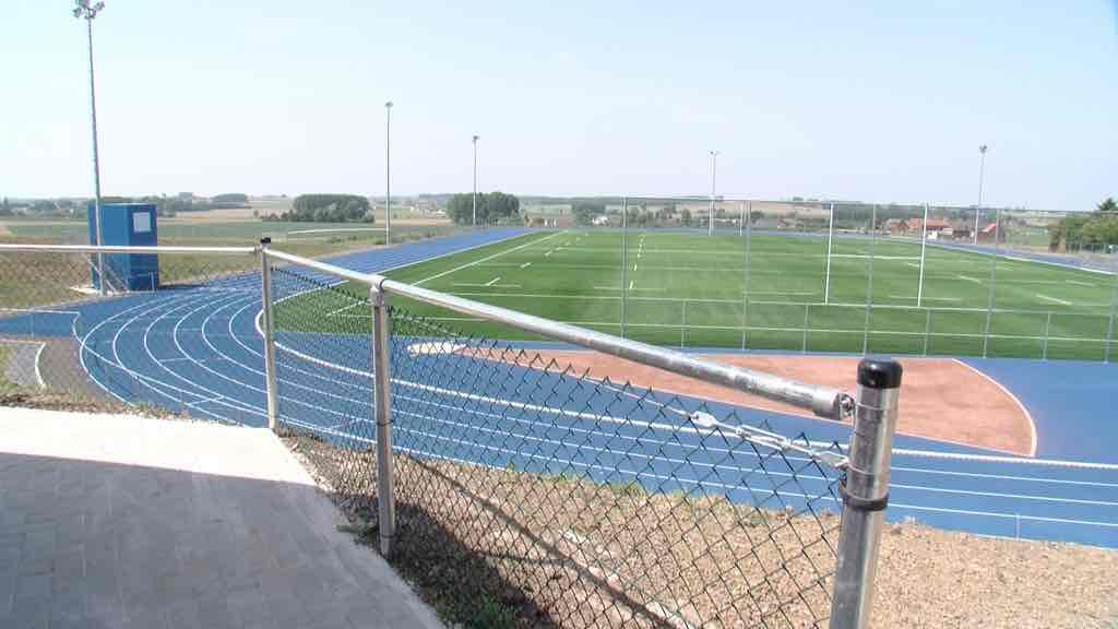 La piste d'athlétisme et le terrain de rugby inaugurés