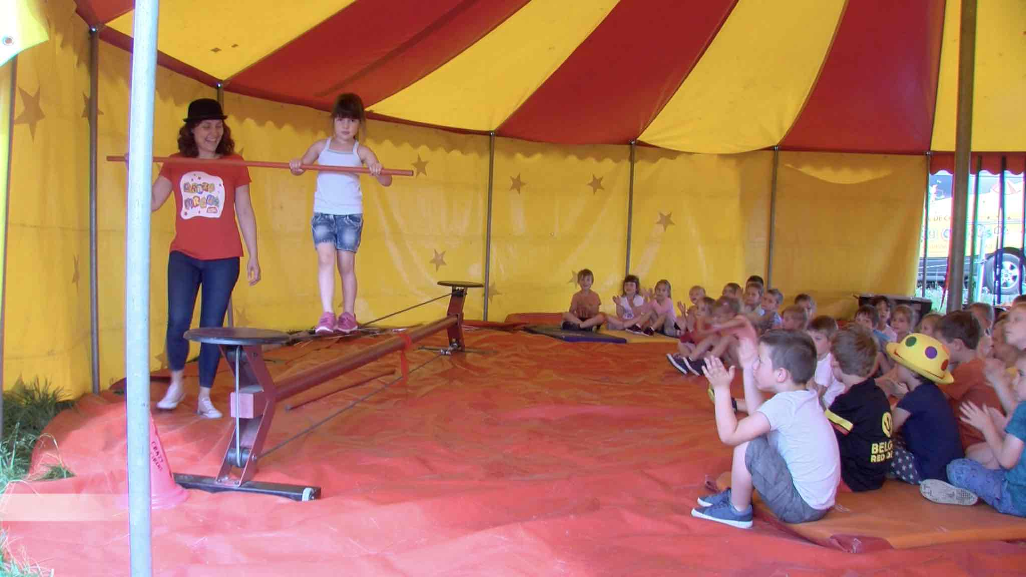 Les enfants de Taintignies découvrent le cirque