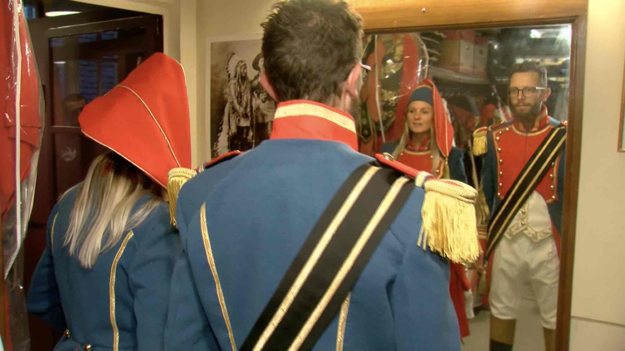 Ducasse d'Ath: dernier essayage des nouveaux uniformes des Bleus à Bruxelles