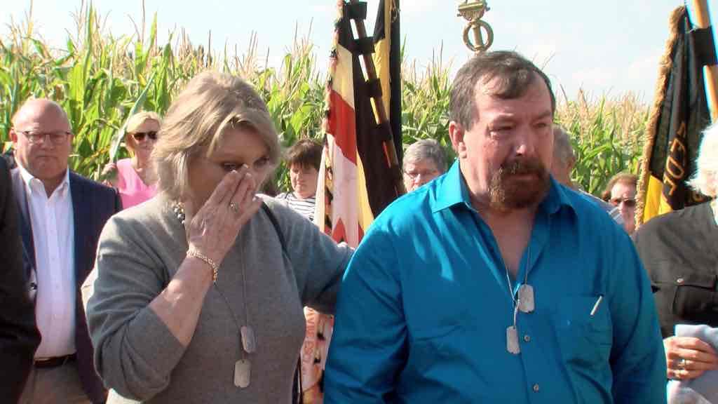 Une famille américain venue rendre hommage à un soldat
