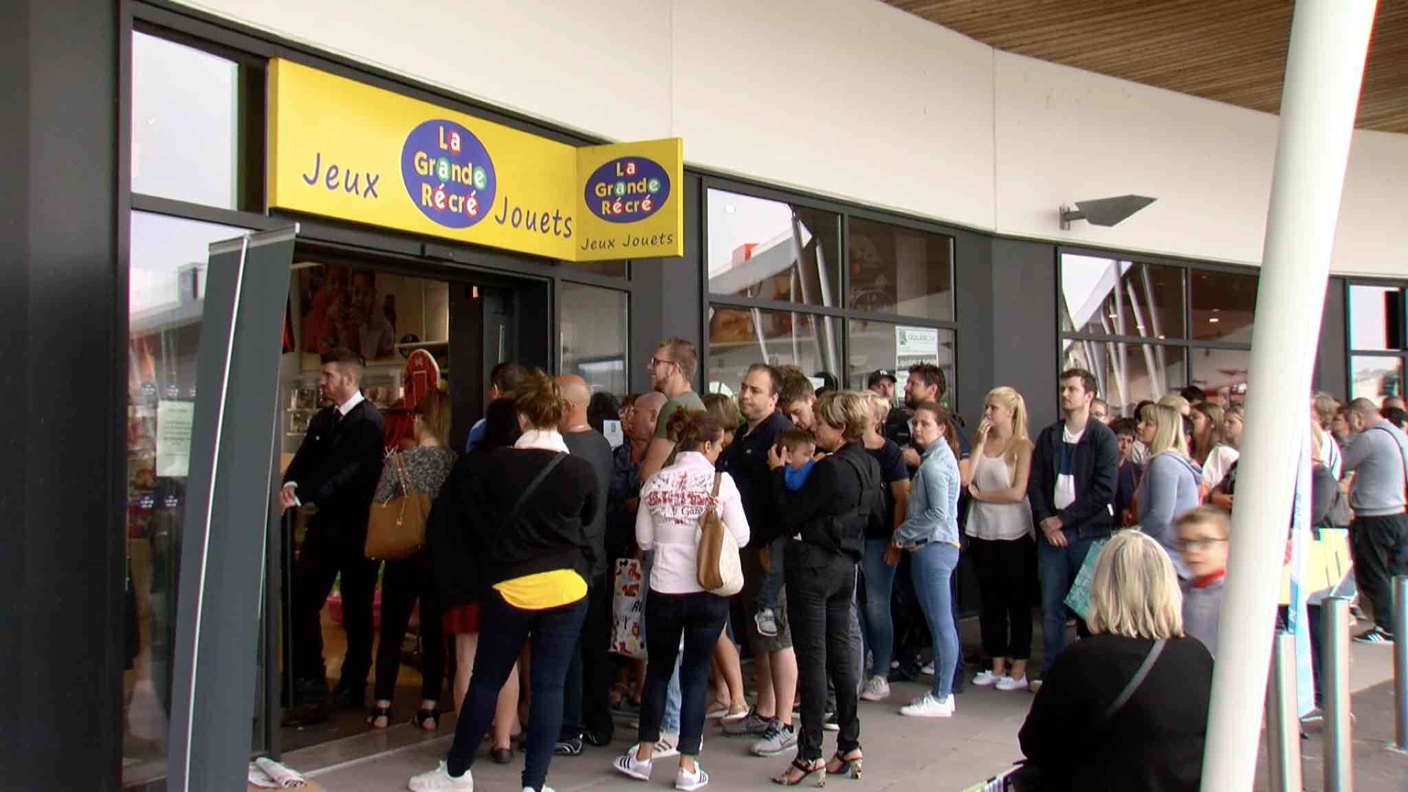 Les magasins La Grande Récré liquident leurs stocks: mouvement de foule à Mouscron